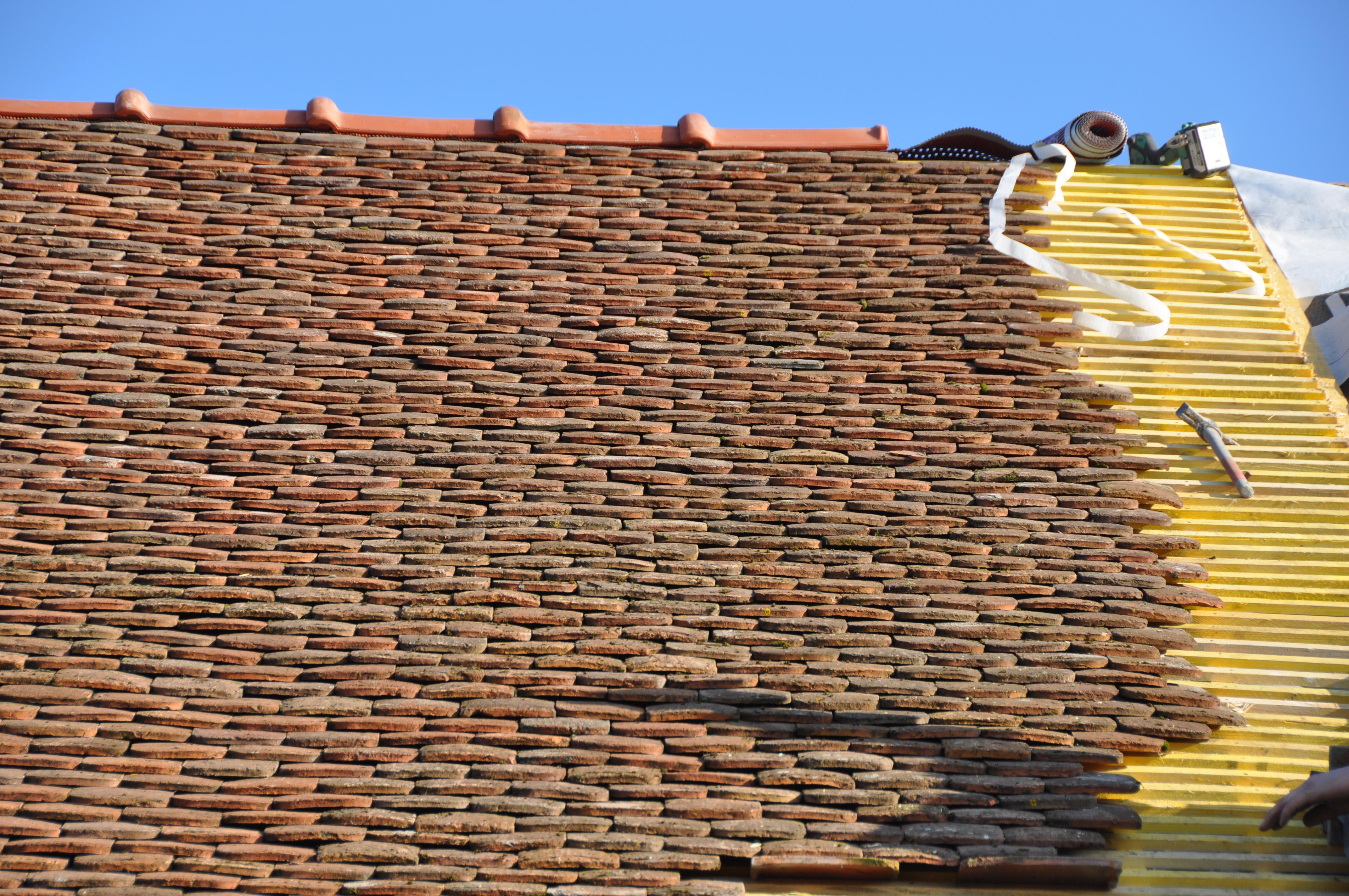 restauration d 39 une toiture de tuiles plates anciennes brie champagne construction. Black Bedroom Furniture Sets. Home Design Ideas
